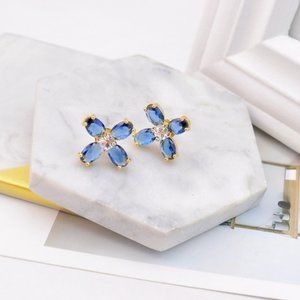Tory Burch Simple And Delicate Flower Earrings